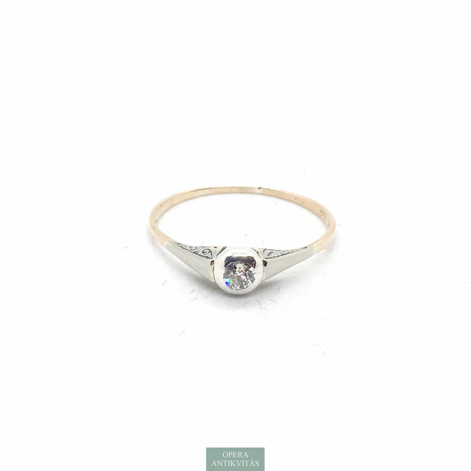 Arany szoliter gyűrű gyémánttal