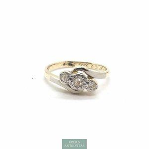 Arany gyűrű régi rózsa csiszolású gyémántokkal.