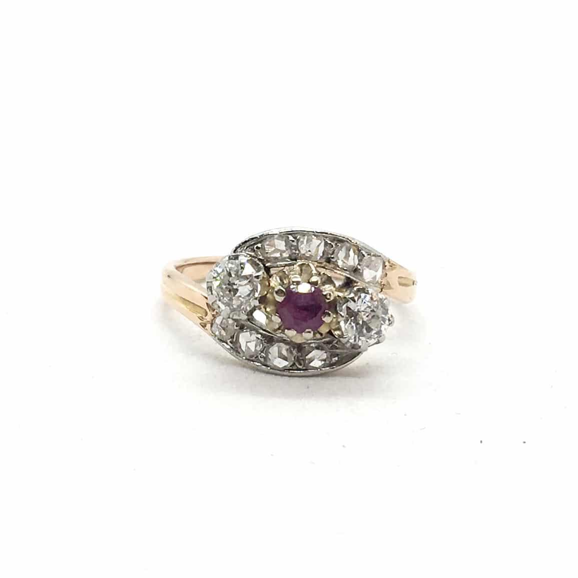 arany gyűrű gyémántokkal és rubinnal