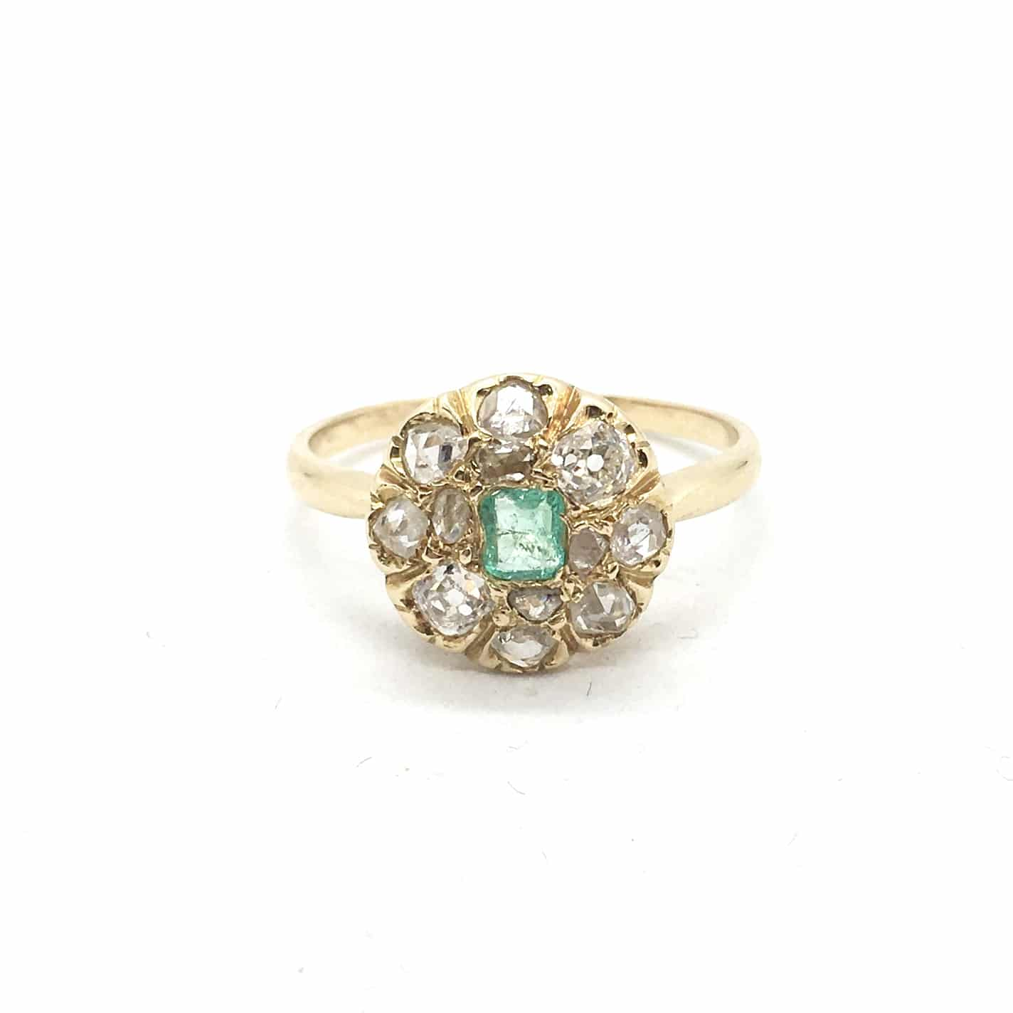 R3. Arany Gyűrű Gyémántokkal és Smaragddal