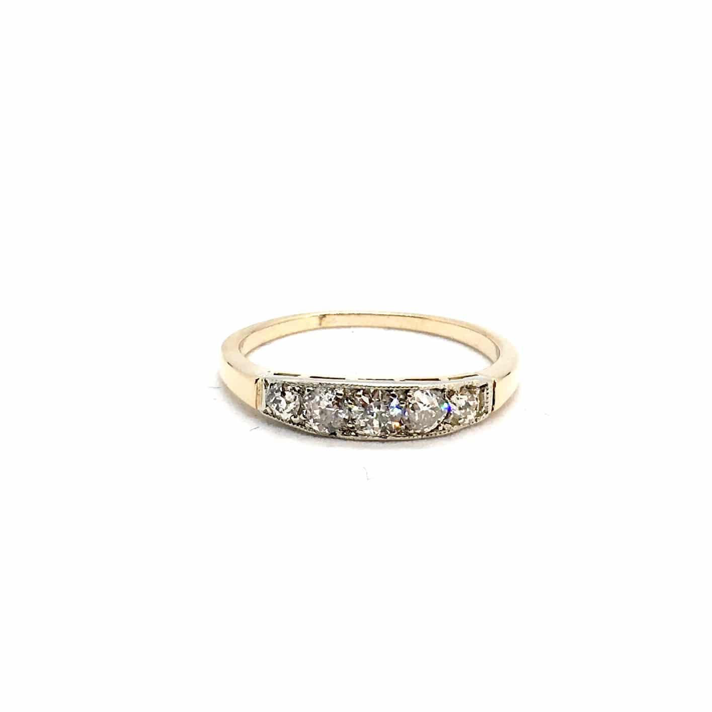 R82. Régi Arany Gyűrű Gyémántokkal