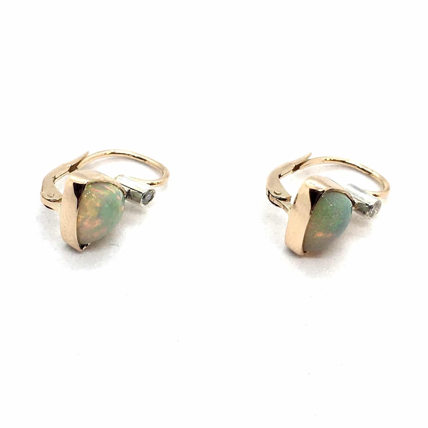 SF95. Arany Fülbevaló Opállal és Gyémánttal