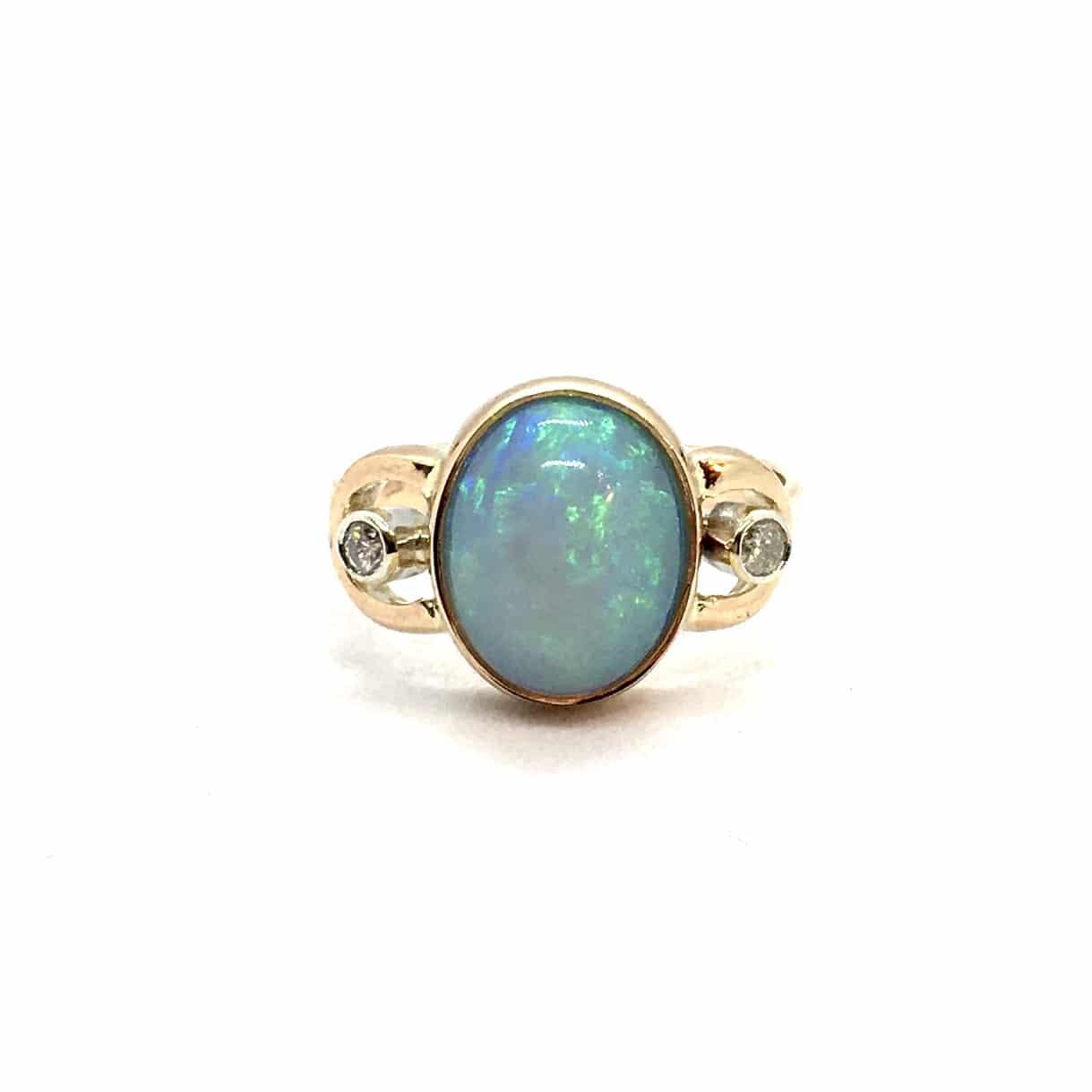SF102. Arany Gyűrű Gyémántokkal és Opállal